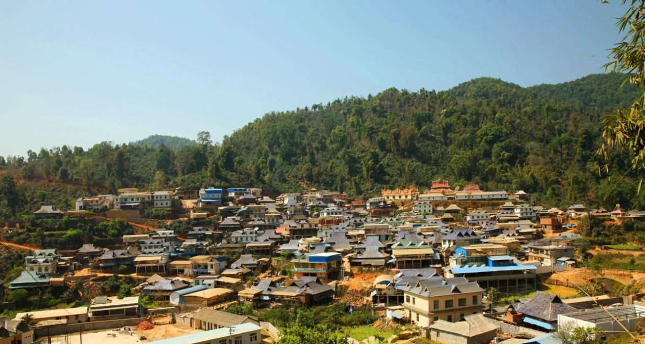 Поселение в горах уезда Мэнхай